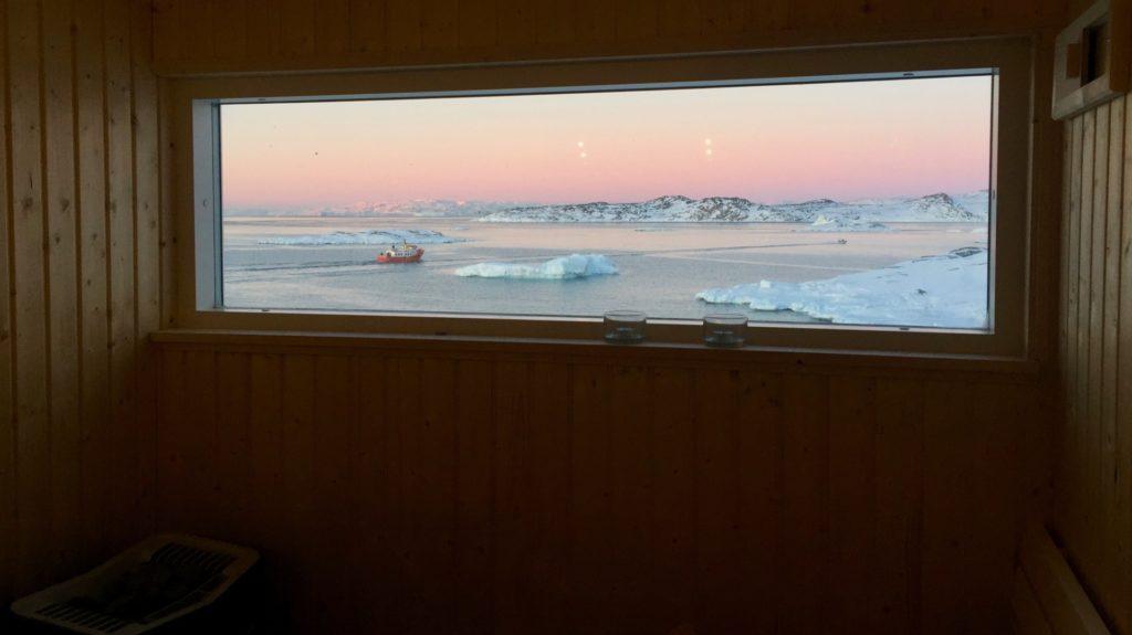 Panorama udsigt fra sauna over Diskobugten, foto Philip Holm Hansen, Arctic Friend